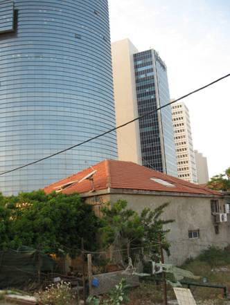 Old and new in Tel Aviv