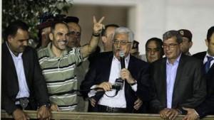 Abbas met vrijgelaten gevangenen (aug. 2013)