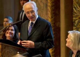 Bezoek Peres Nederland aanleiding om kritiek te spuien