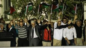 Abbas met vrijgelaten gevangenen