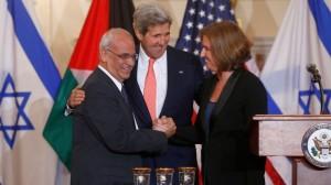Erekat-Kerry-Livni-handshake