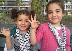 Het drie vingerige Palestijnse overwinningsteken