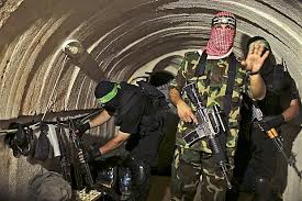 leden-Al-Kassam-Brigades-in-ondergrondse-tunnel