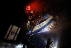Israelis wave national flags as they watch fireworks during celebrations marking Israel's 60th Independence Day in Tel Aviv 2008